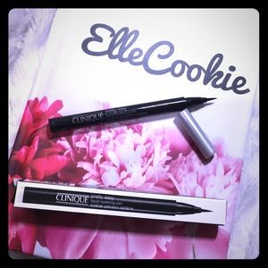 CLINIQUE Pretty Easy Liquid Eyelining Pen in Black